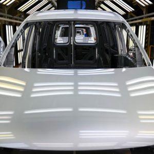 Вирусът удари продажбата на нови коли през октомври