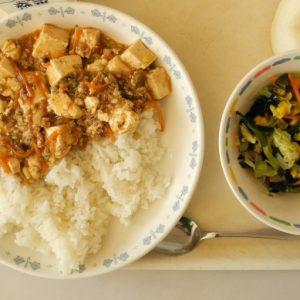 Нарушения в кухни, осигуряващи храна за детски градини и училища