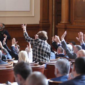 Парламентът прие оставката на кабинета на Борисов