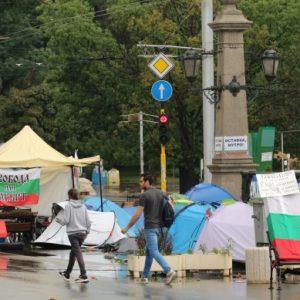 Протестът в ден 80: Ще го провали ли лошото време в София?