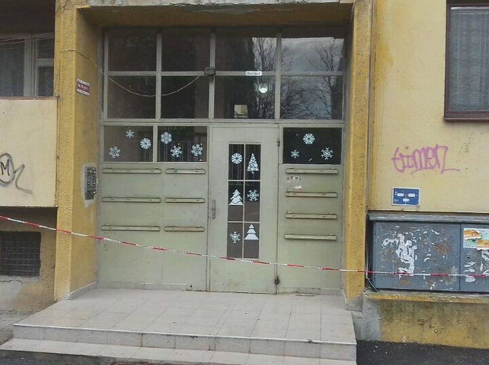Възрастен мъж падна в асансьорна шахта в София