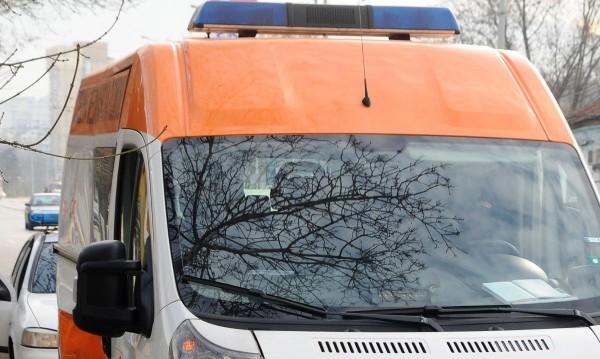 Възрастна жена в кома, блъсната е от автобус