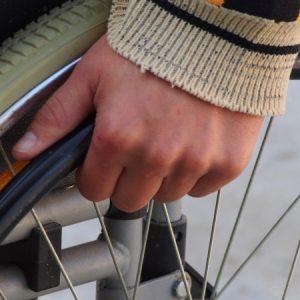 Без надежда: По-малко от половината от хората с увреждания имат асистент