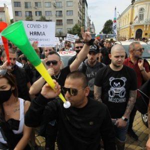Протестът в София продължава, движението в центъра е затруднено