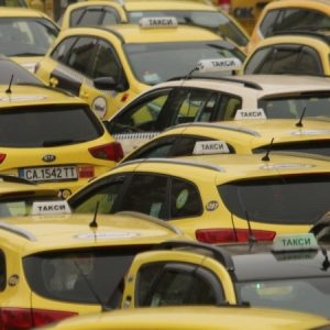 Такситата искат нови тарифи в София, скокът - троен