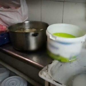 Храната ни по време на COVID: Спазват ли се мерки при доставките?