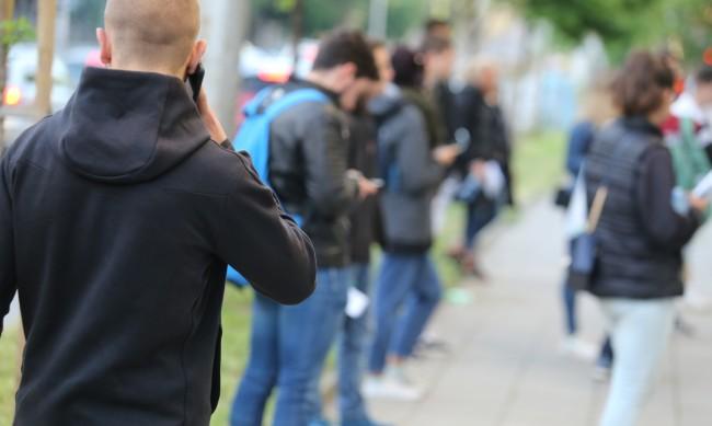 Над 13 хил. ученици се явяват на професионален изпит